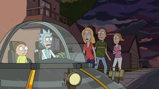 Die Familie aus der Serie, Rick und Morty sitzen in Ricks (offensichtlich selbstgebauter) fliegenden Untertasse.