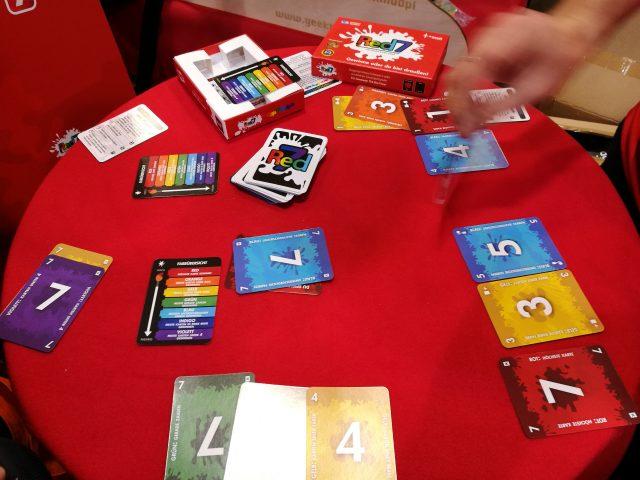 Red7- ein schönes, innovatives kleines Kartenspiel, endlich auf deutsch erhältlich