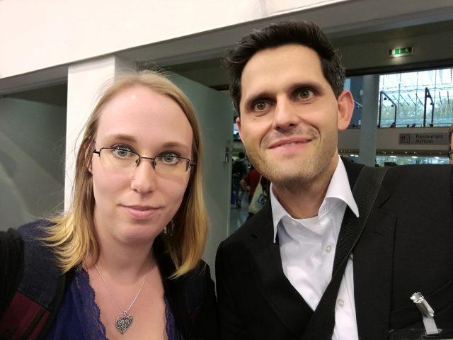Unter anderem habe ich hier Sebastian Wenzel von http://www.spielen.de getroffen. Er ist unter anderem dort für die Brettspieldatenbank und das Forum zuständig.
