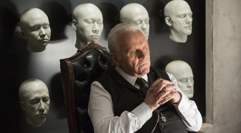 Parkdirektor Ford kauft seine Bürodeko bei Jaqen H'ghar (Quelle: © HBO)