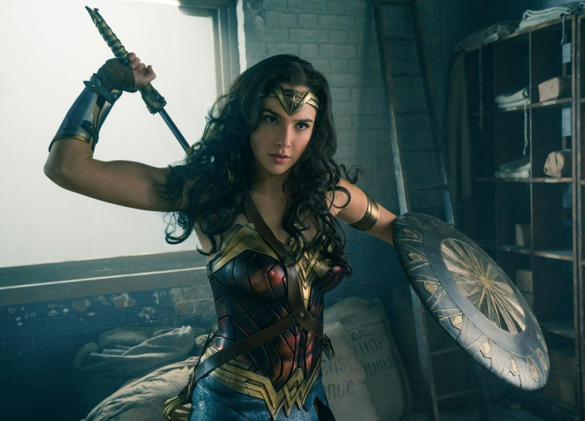 Wonder Woman bereitet sich auf den Kampf vor. (Quelle: © Warner Bros. Pictures Germany