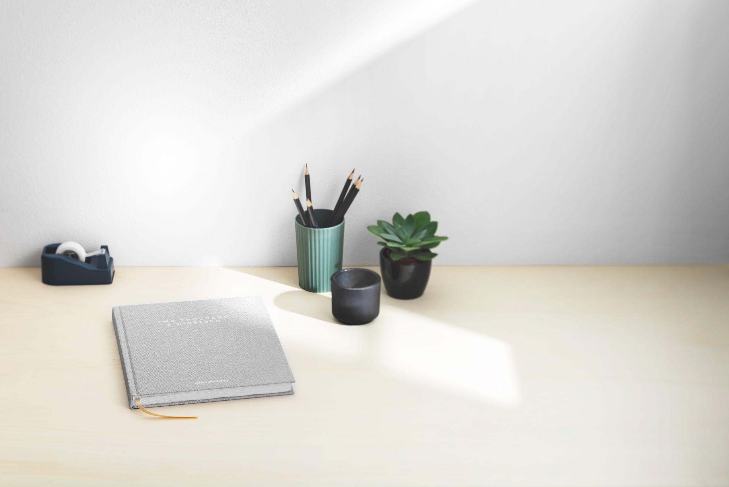 Home-Office kann einsam sein, aber auch gemütlich und produktiv. Foto von Essentialiving auf Unsplash